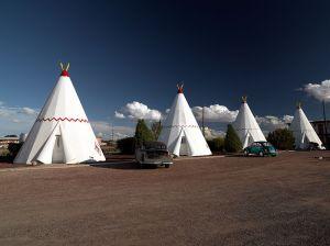 800px-Wigwam_Motel,_Holbrook,_AZ_04048u_edit
